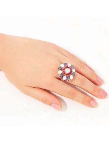 flower-shaped-topaz-opal-garnet-silver-healing-ring-gemstone-jewelry-woman-hand-on-white-background-hihoney-hr058